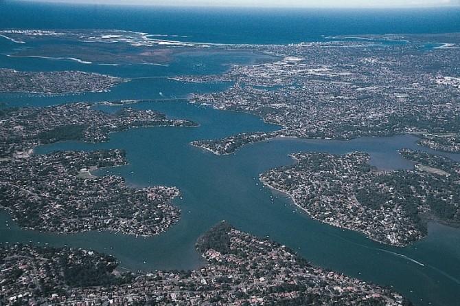 호주 시드니 남부를 흐르는 조지강 유역의 모습. 이 지역은 과거 빙하기에 육지였던 곳으로, 간빙기가 되며 해수면이 상승해 육지 일부가 물에 잠겨 복잡한 해안선을 갖게 된, 리아스식 해안이다.  - Stephen Codrington(W) 제공